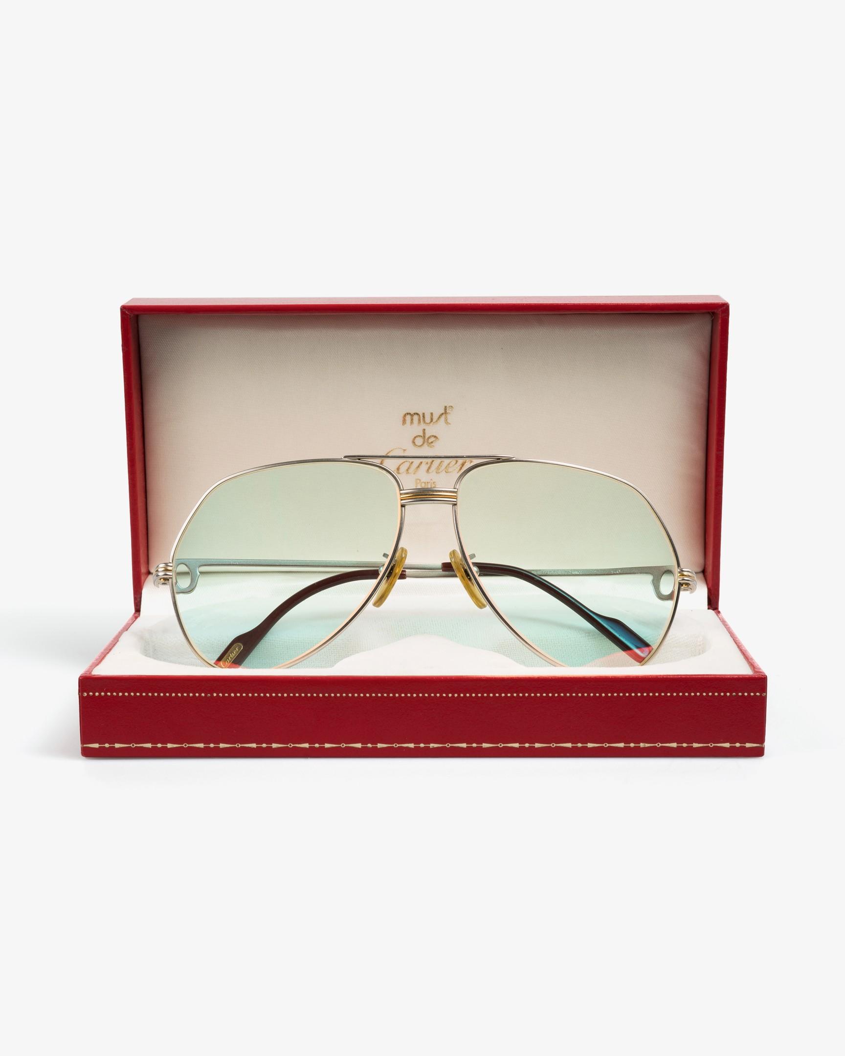b56dee2d3f Internacionalmente reconocida por su meticuloso detalle y prestigio,  Cartier es una de las líneas de lentes con mas história jamás creadas.